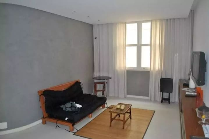 Comfy two rooms apartment in Leblon
