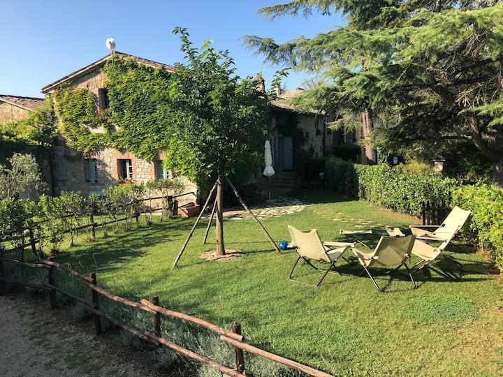 Enchanting Villa with pool & tennis near Todi