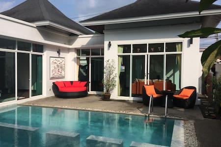 2 Bedroom Beautiful Villa with Pool - Tambon Choeng Thale