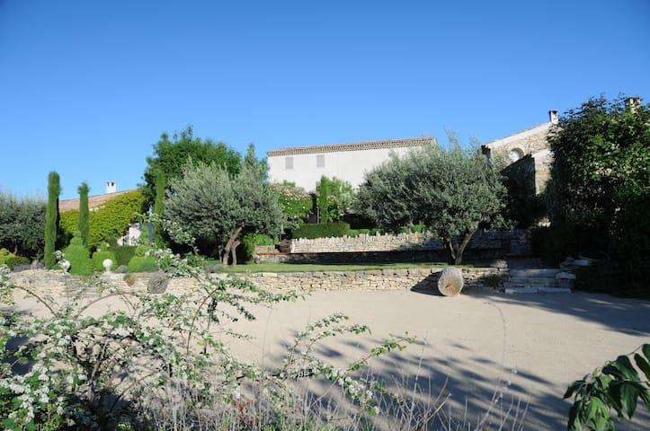 Cabanon en Provence de 2 à 4 p