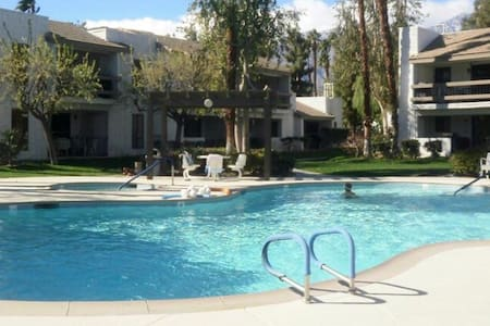 Your very own Getaway in Palm Springs (2BD/2B) - Palm Springs