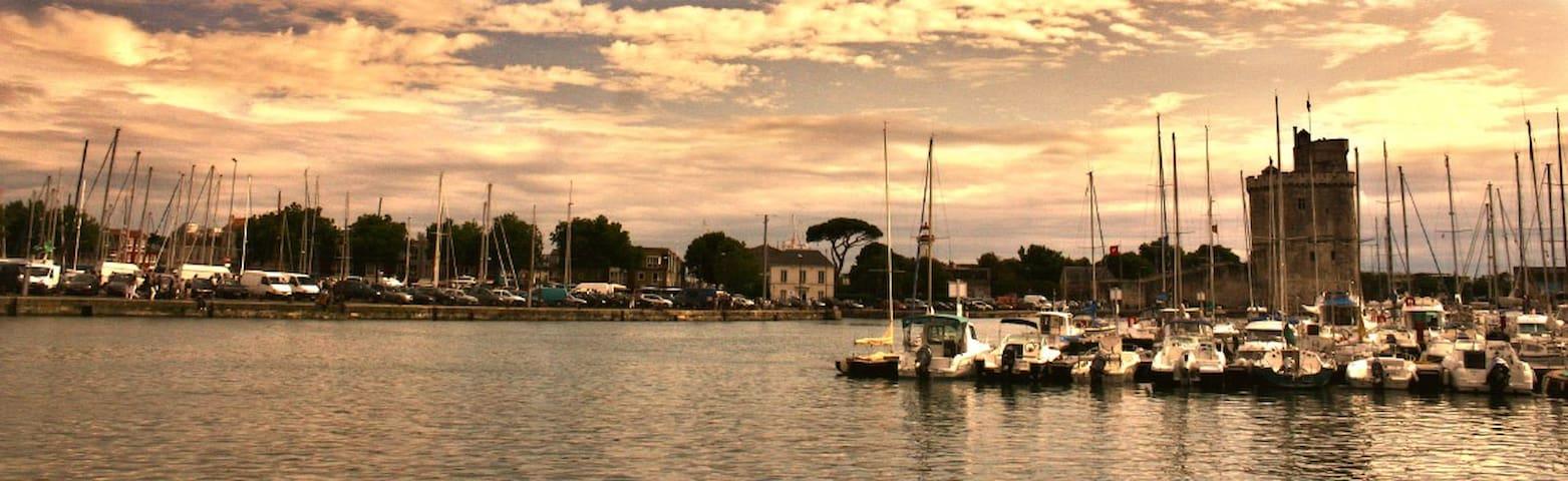 Le vieux port au soleil couchant