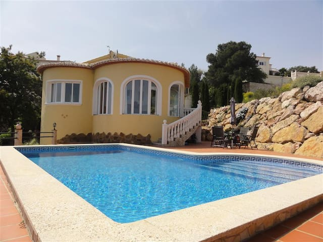 Sunny Villa with private pool - Ador,   Urb Monte Corona - Huvila