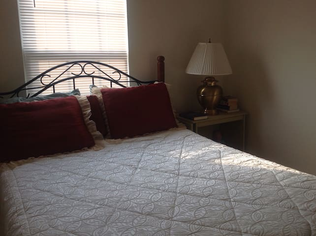 Cozy Room w/ Bath Near Carowinds - Fort Mill