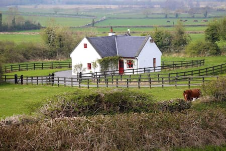 200yr 4 Star Cottage on 450 acres - Roscrea