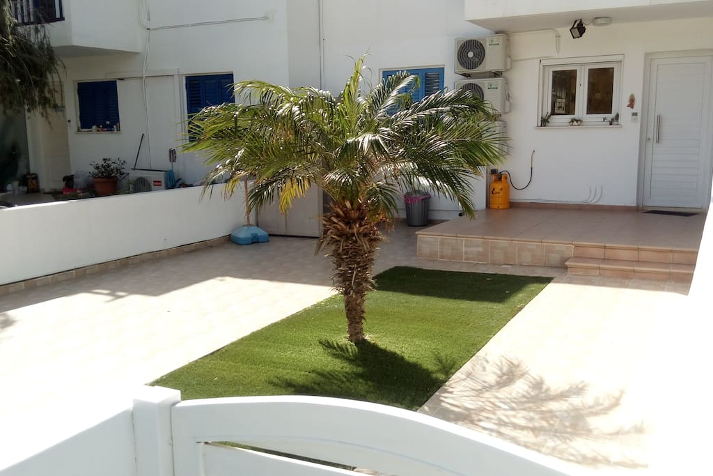 Front yard - private parking place - main entrance