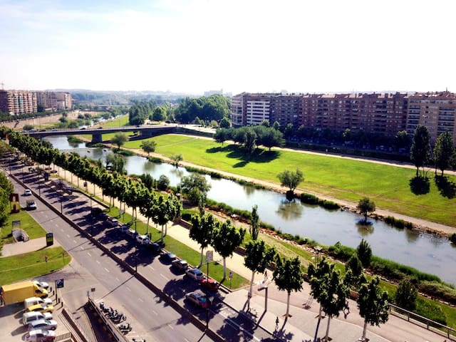 Penthouse in a historical building - Lleida - Daire