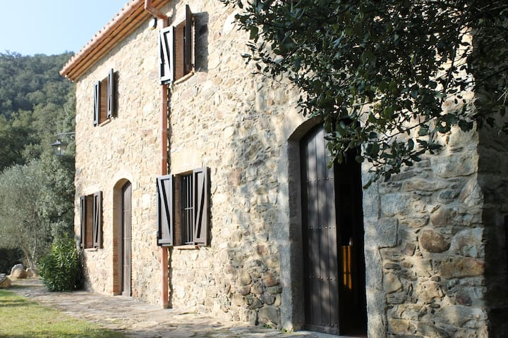 Masía de piedra en el Alt Ampurdà - Girona - Hus