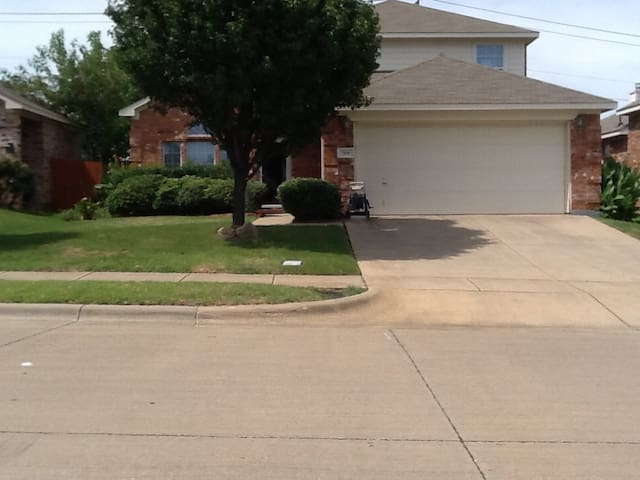 PRIVATE HOUSE CLOSE TO DFW Business Guest Ready
