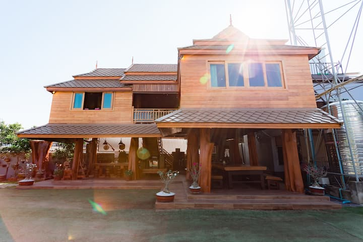 บ้านไม้สักทรงไทย