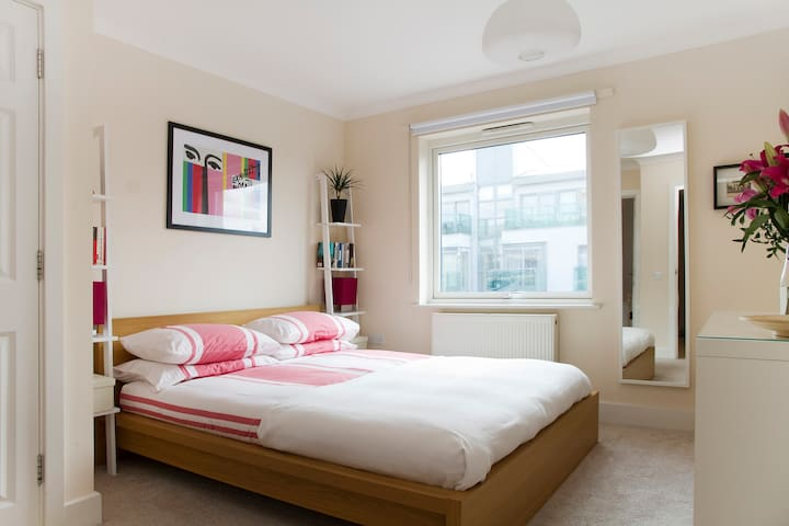 Double with Private Bath. 10 mins to London Bridge - Londres - Apartamento