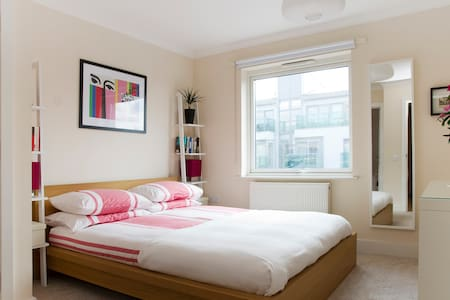 Double with Private Bath. 10 mins to London Bridge - London - Apartment