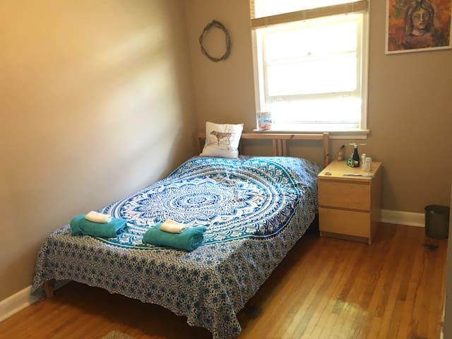 Cozy room in north Toronto