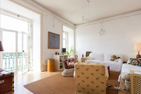Room single or couple,Cais do Sodré - Lisboa - Lejlighed