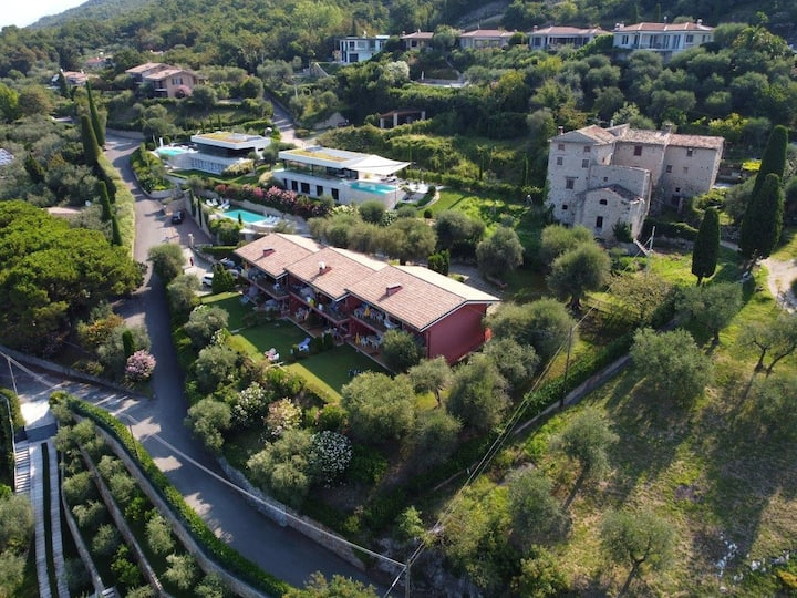 Gianni with 3 bedrooms with balcony and lake view