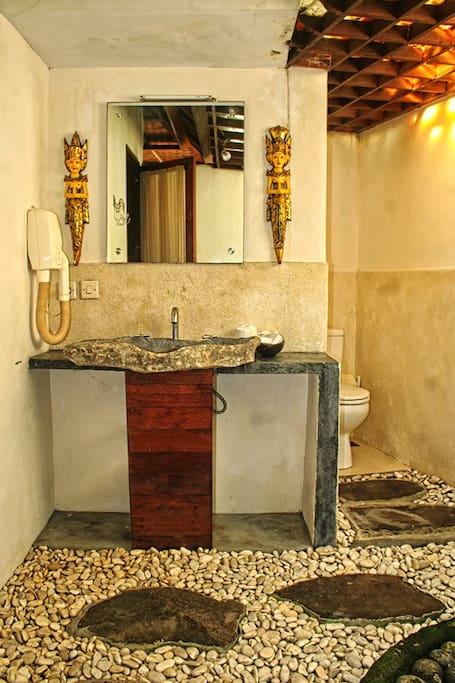 ванная комната первой спальни bath room of 1st bed room
