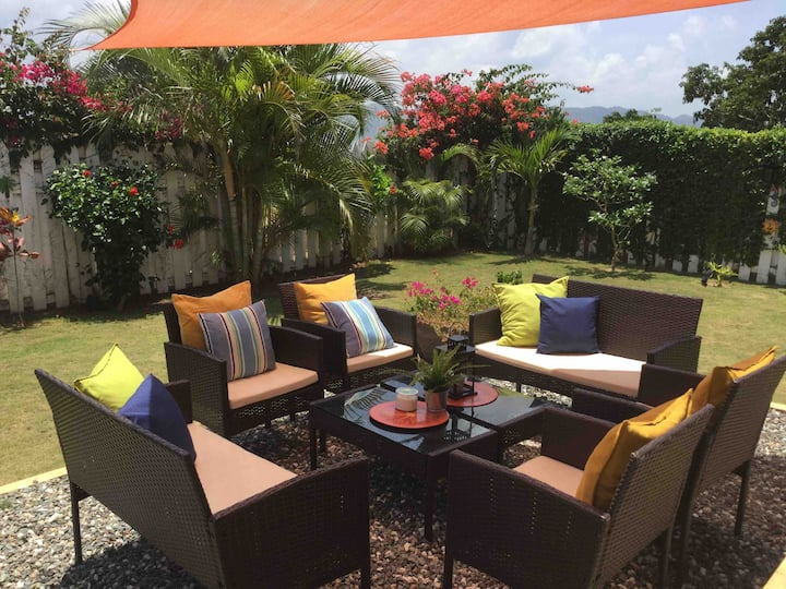 2 BDR TOWNHOME GATED COMMUNITY POOL PRIVATE GARDEN