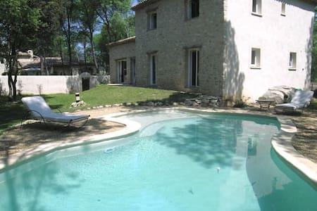 villa en campagne avec piscine - Fontanès