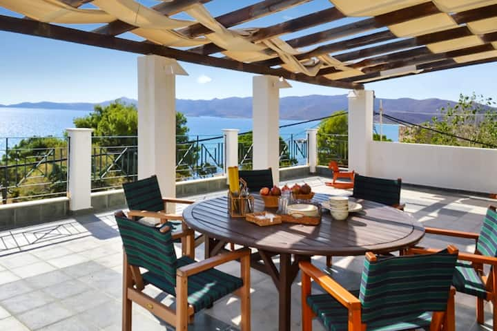 Villa with 4 bedrooms in Karistos, with wonderful sea view, enclosed garden and WiFi - 10 m from the beach