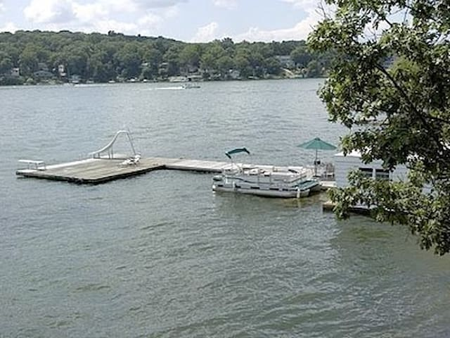 Lake Front-Featured in NY Magazine - Lake Hopatcong  - Huis