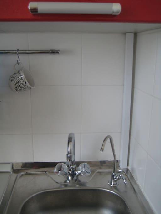 На кухне кран с очищенной питьевой водой
