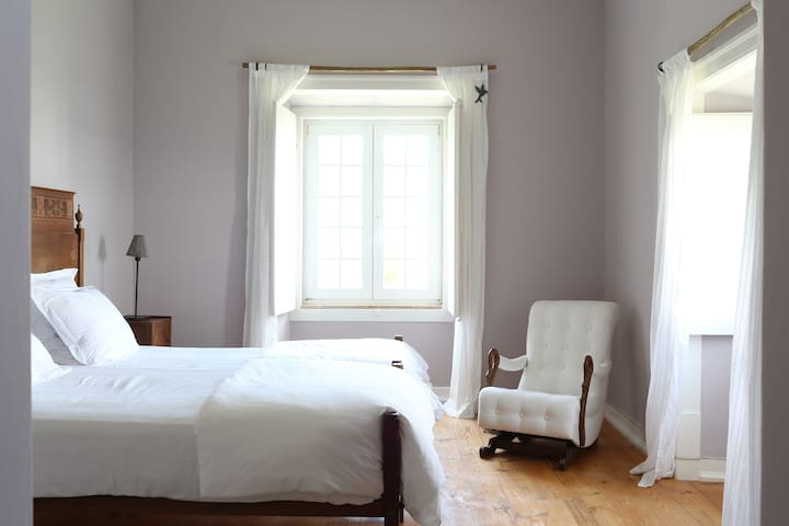 Lavender Bedroom at an Organic Farm - Azueira - Penzion (B&B)