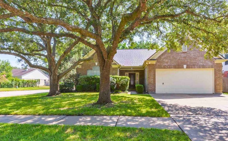 Gorgeous Corner Lot Home in Best Katy Neighborhood