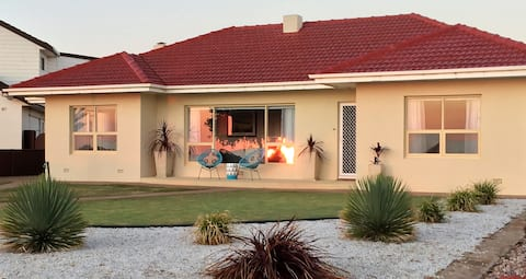 """""""Jewel of the South"""" Beachfront Holiday Home"""