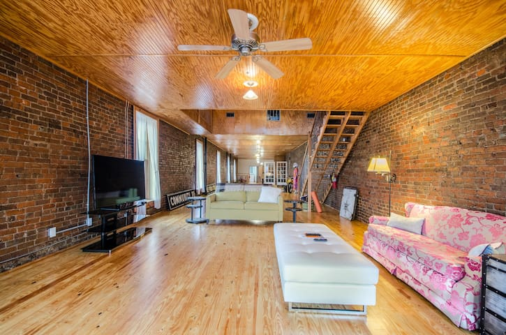 Historic Loft North of Nashville - Springfield - Lägenhet
