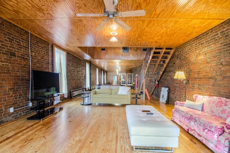 Historic Loft North of Nashville - Springfield