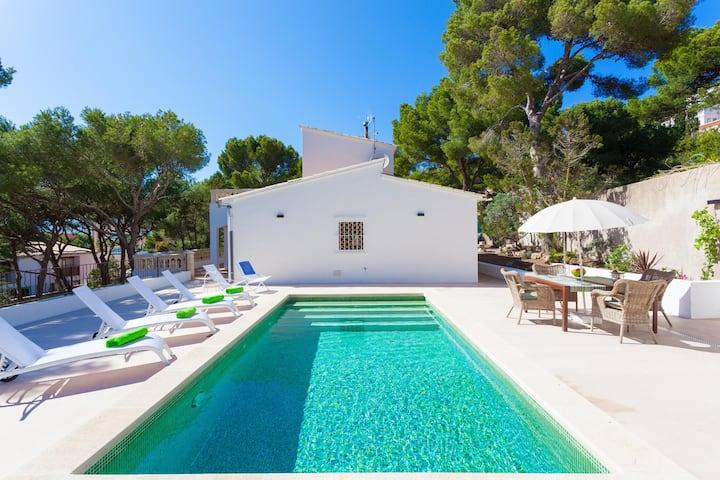 Sa Torre. Villa with pool near the beach.
