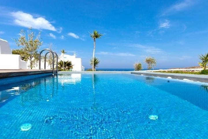 GRARSAN401-6-Villa with Private Pool & Jacuzzi