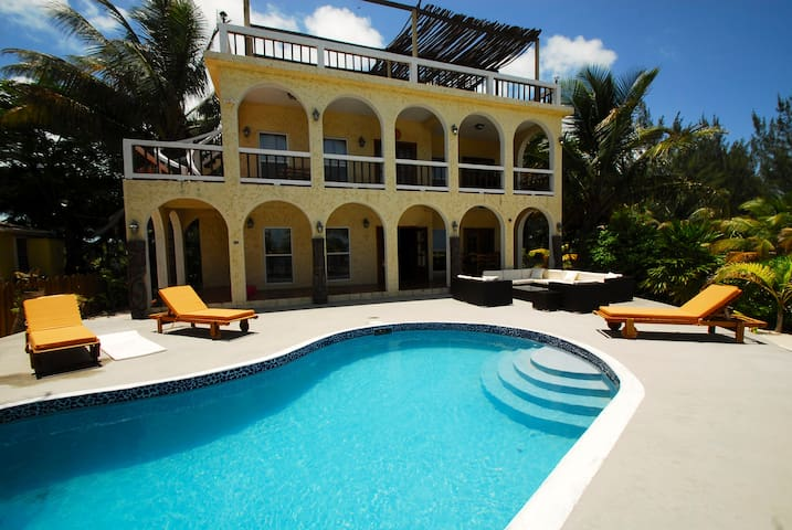 Luxury Villa With Private Pool/Beach and Dock - San Pedro - Rumah