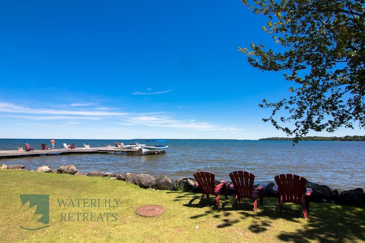 Lake simcoe Retreat!!! Waterfront cottage