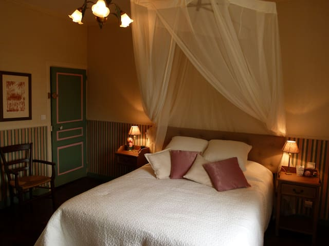 Romantic room, house with garden - Limoges - Huis