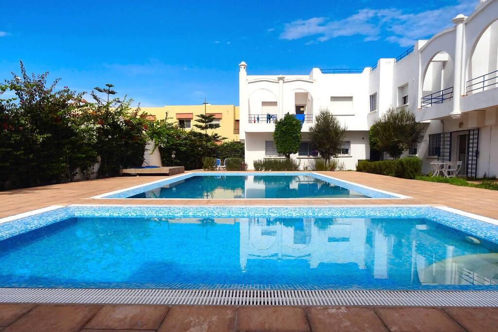 Maison avec piscine bord de mer maisons louer sidi for Appartement a louer a sidi bouzid avec piscine