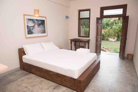 Gitano House • Queen 'Malibu' Garden Suite