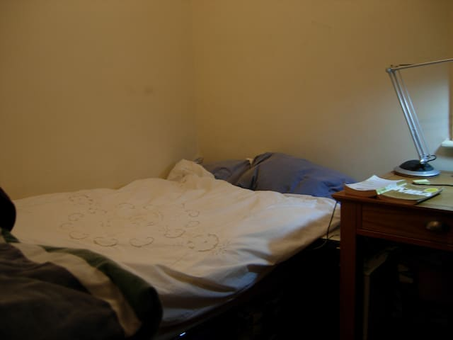 Single very comfortable bed in a  Small Room