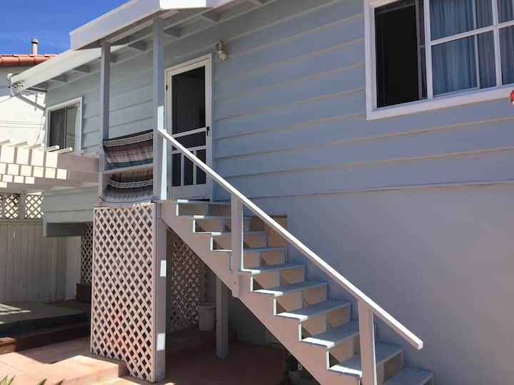 Excellent Locale, close to beach and town!!
