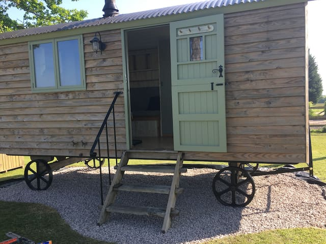 Birchwood house farm, Shepherds hut, Nr Romsey,