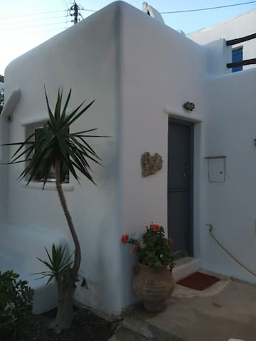 MYKONIAN COTTAGE UP TO 4 GUESTS