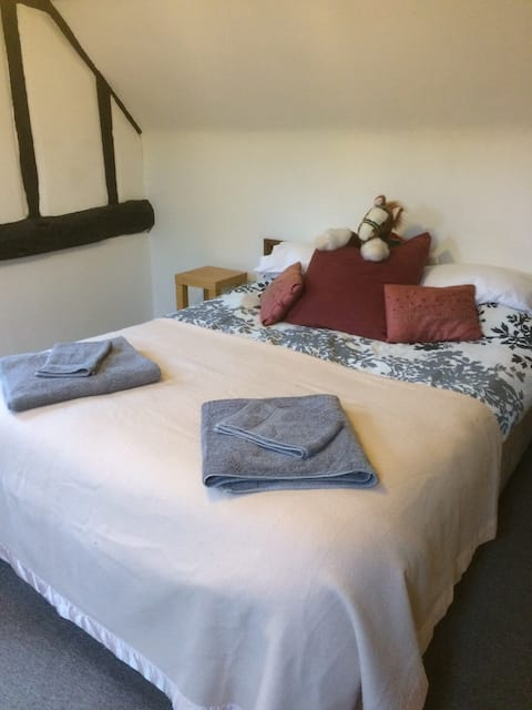 Large double room in secluded Barn conversion