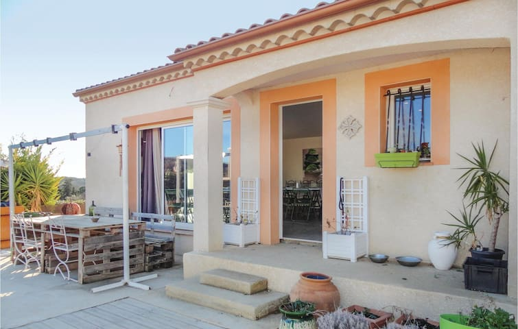 Semi-Detached with 3 bedrooms on 100 m² in Corneilhan