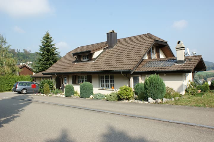 Charming Bed & Breakfast outside  - Rudolfstetten-Friedlisberg - Bed & Breakfast