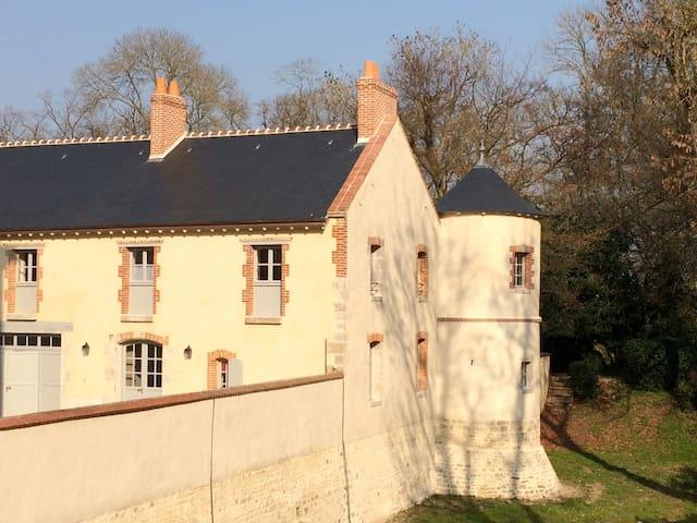 """La Tourelle"" - Oison - House"