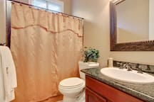 4 bedroom bathroom in room
