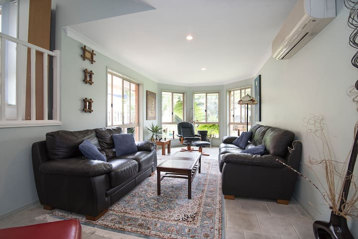 Large room & lounge in Lennox head near Byronbay.