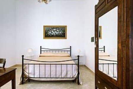"""B&B Casa Camelia """"AZALEA"""" - Noto - Bed & Breakfast"""