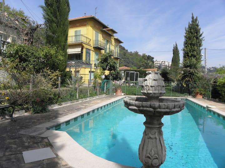 Charming villa, pool and city view