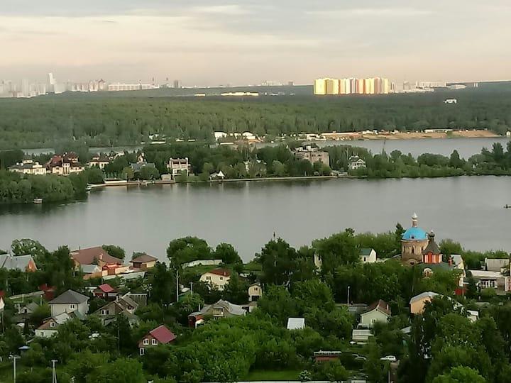 Квартира на 23-м этаже с видом на Москва-реку.